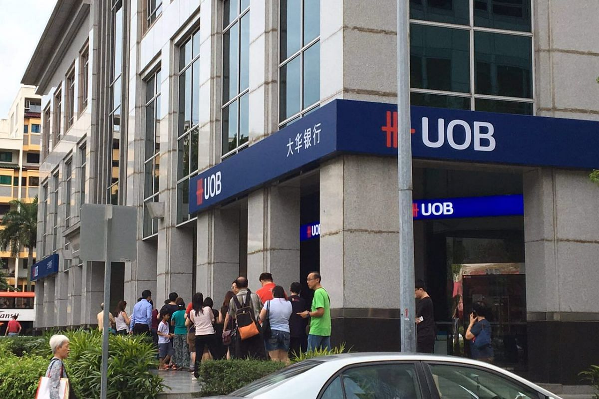 Members of the public queue to deposit money at a UOB branch in Tampines on Feb 4, 2016.