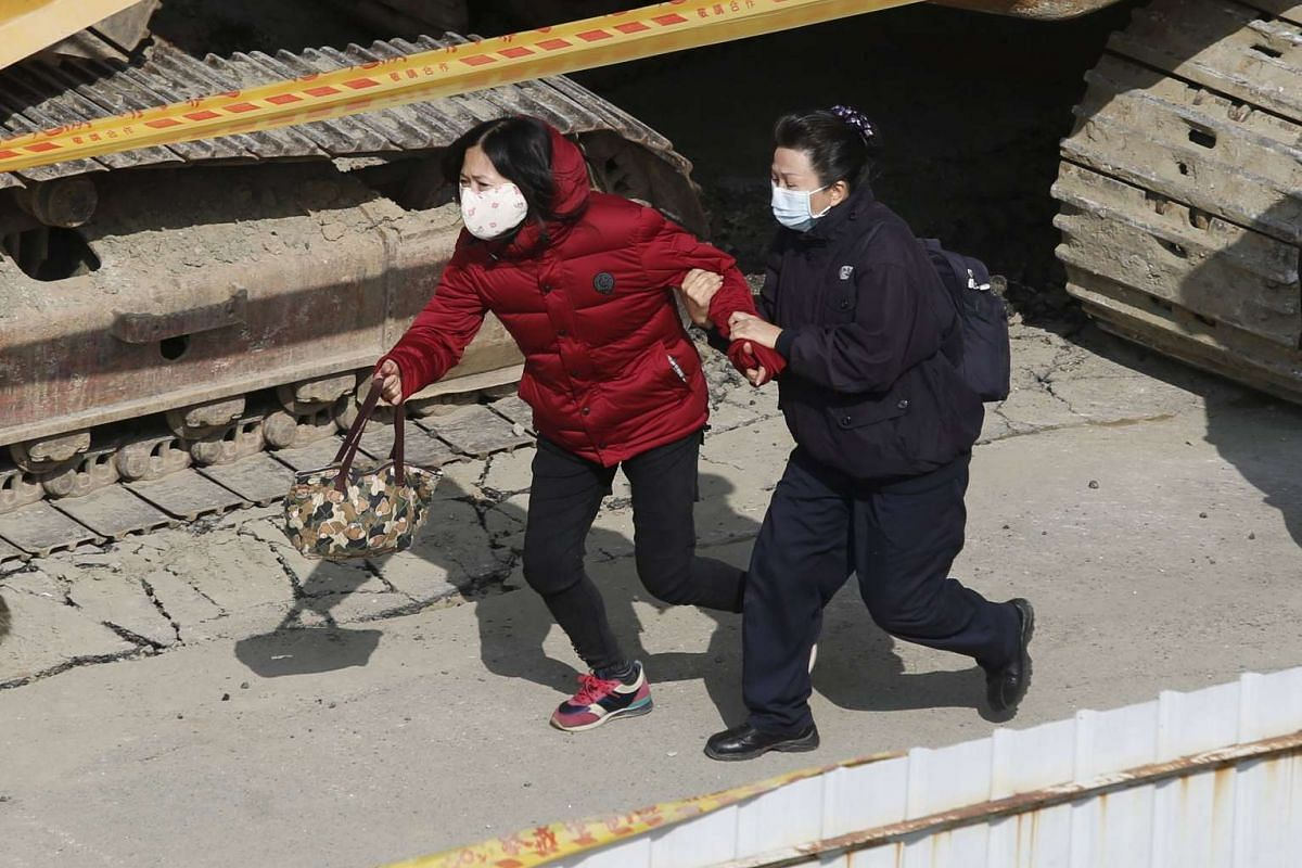 A relative of a missing victim rushes to take a look at survivors saved by rescue workers, after an earthquake in Tainan, southern Taiwan on Feb 7, 2016.
