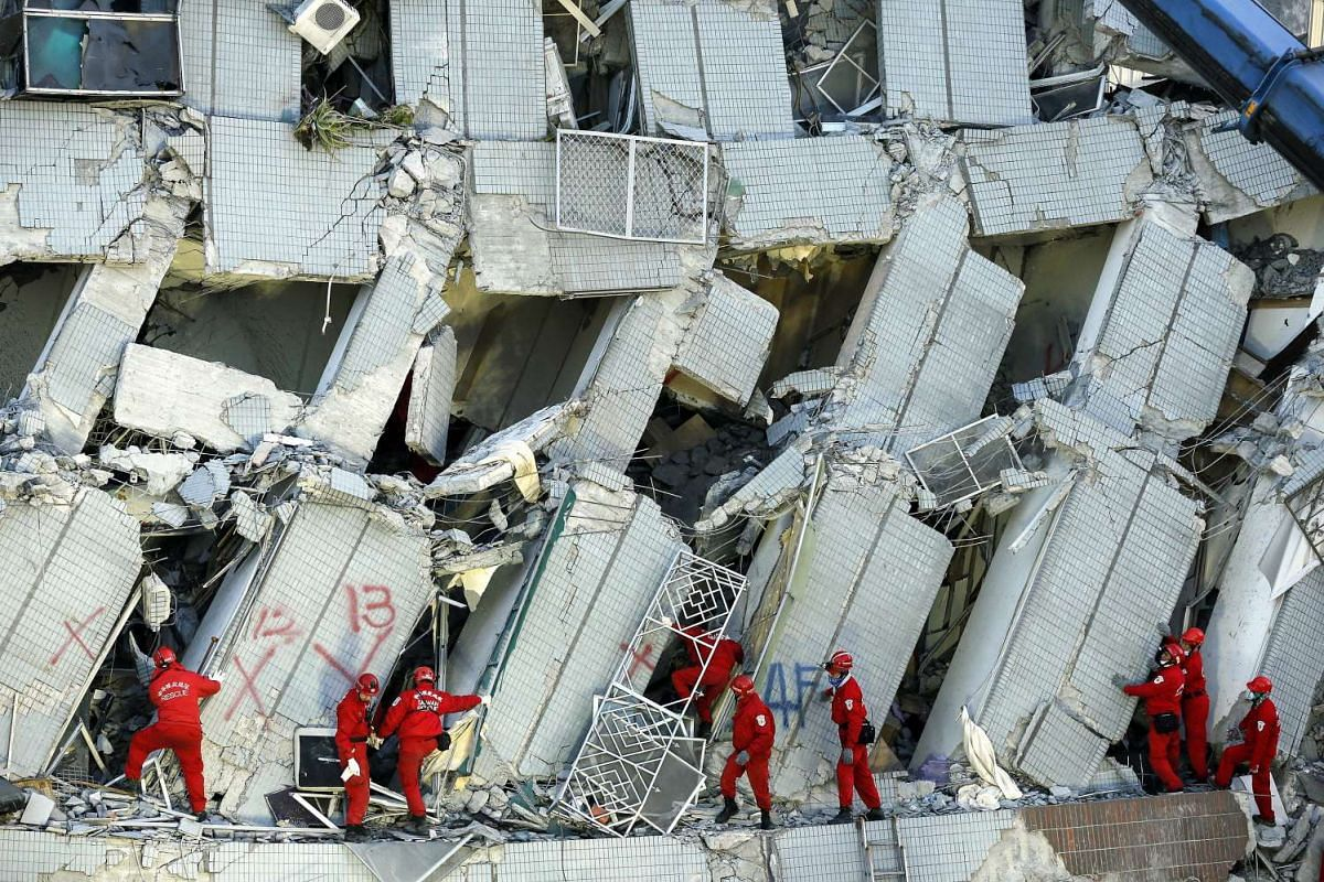 Rescuers continue searching for survivors trapped in a collapsed building in Tainan City, Taiwan on Feb 7, 2016.