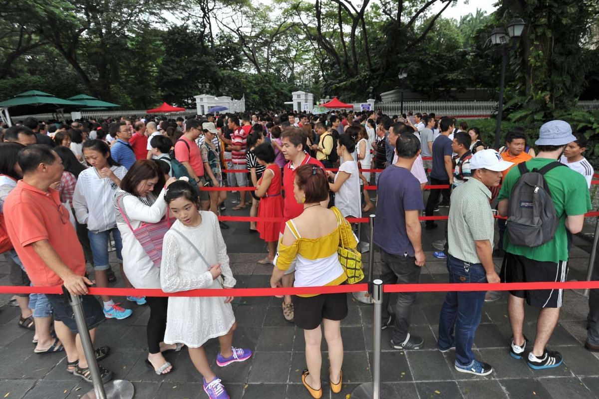 The queue outside the Istana, at the Istana Open House on Feb 9, 2016.