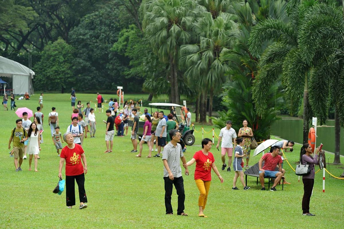 Mmebers of the public strolling around the Istana grounds during the Open House on Feb 9, 2016.