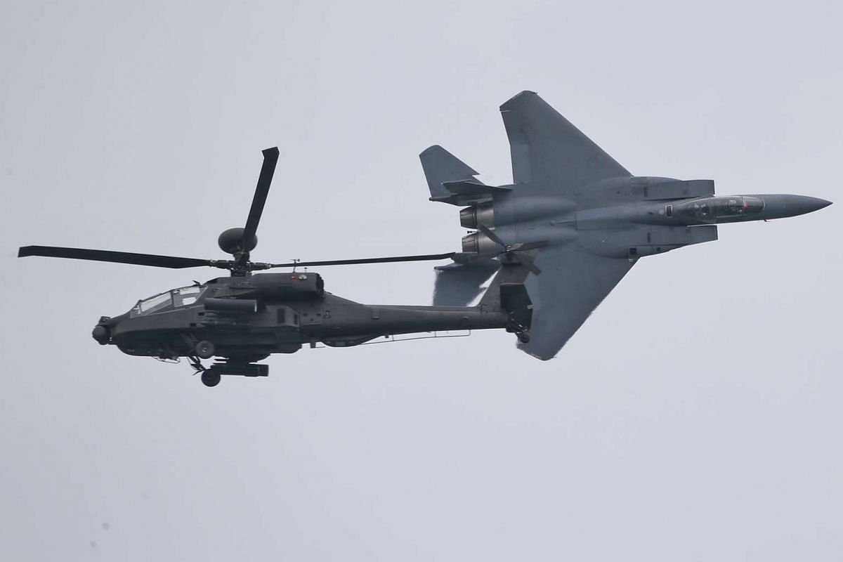 The Republic of Singapore Airforce (RSAF) will be putting up an integrated aerial display comprising an F-15SG fighter aircraft and an AH-64D Apache attack helicopter for the Singapore Airshow 2016, which will start on Feb 16, 2016.