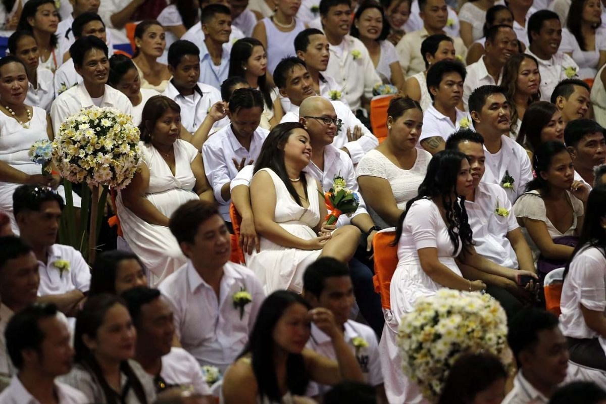 Filipino couples attend a mass wedding ahead of Valentine's Day in Manila, Philippines, on Feb 12, 2016.