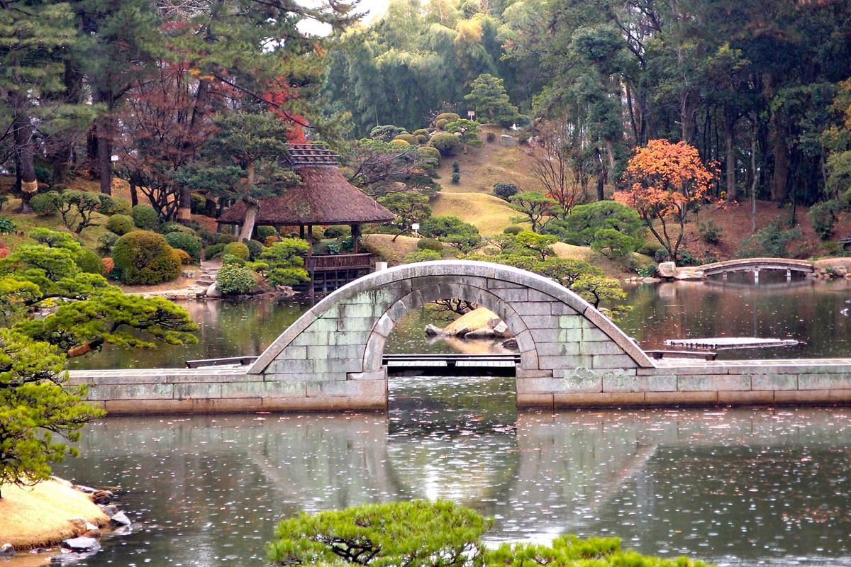 Shukkeien Park in Hiroshima has more than 10 islets skilfully landscaped into miniature mountains, valleys, bridges, cottages and arbours.