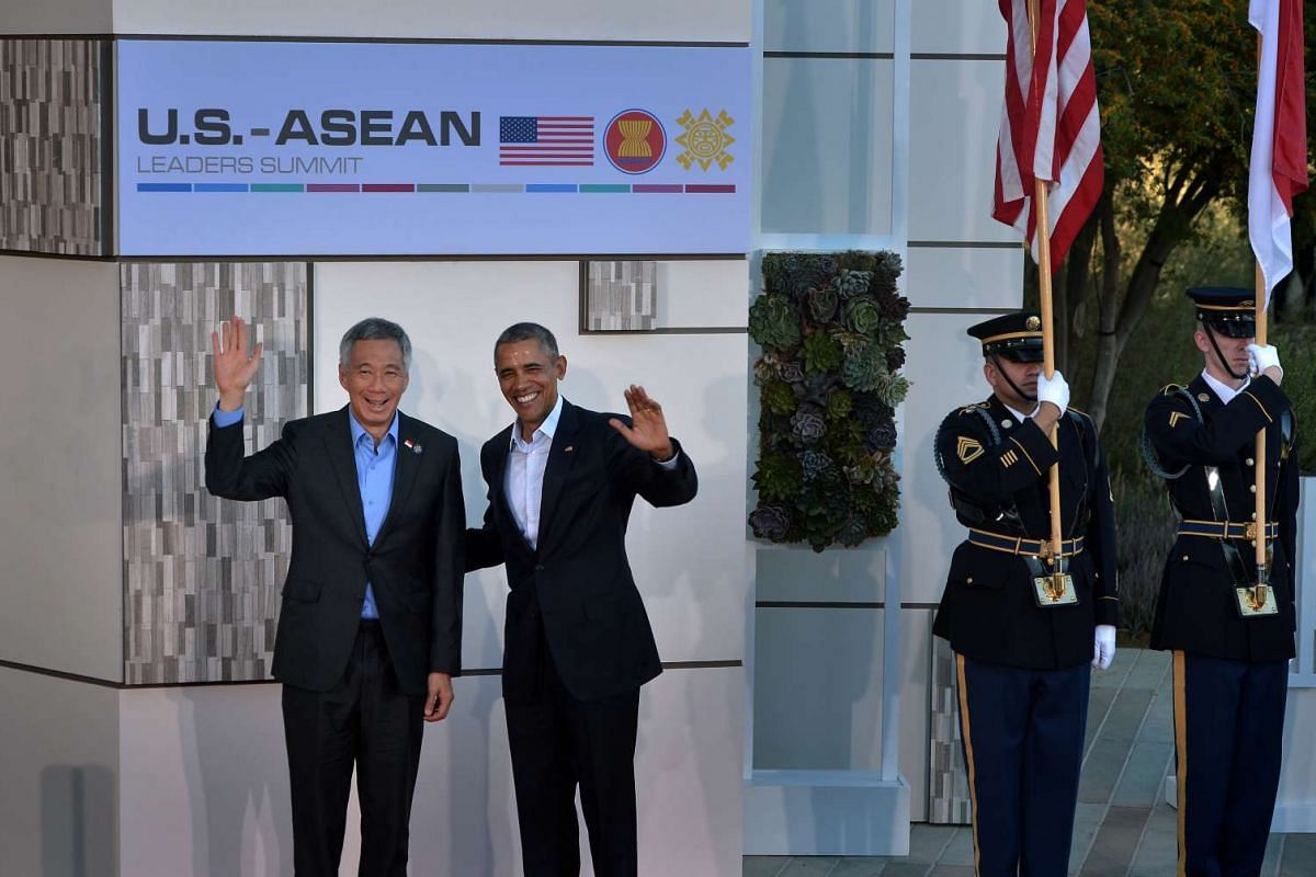 Prime Minister Lee Hsien Loong and US President Barack Obama waving to the media during the US-Asean leaders summit in Sunnylands, a resort in the Californian desert, on Feb 15, 2016. PHOTO: STRAITS TIMES/KUA CHEE SIONG