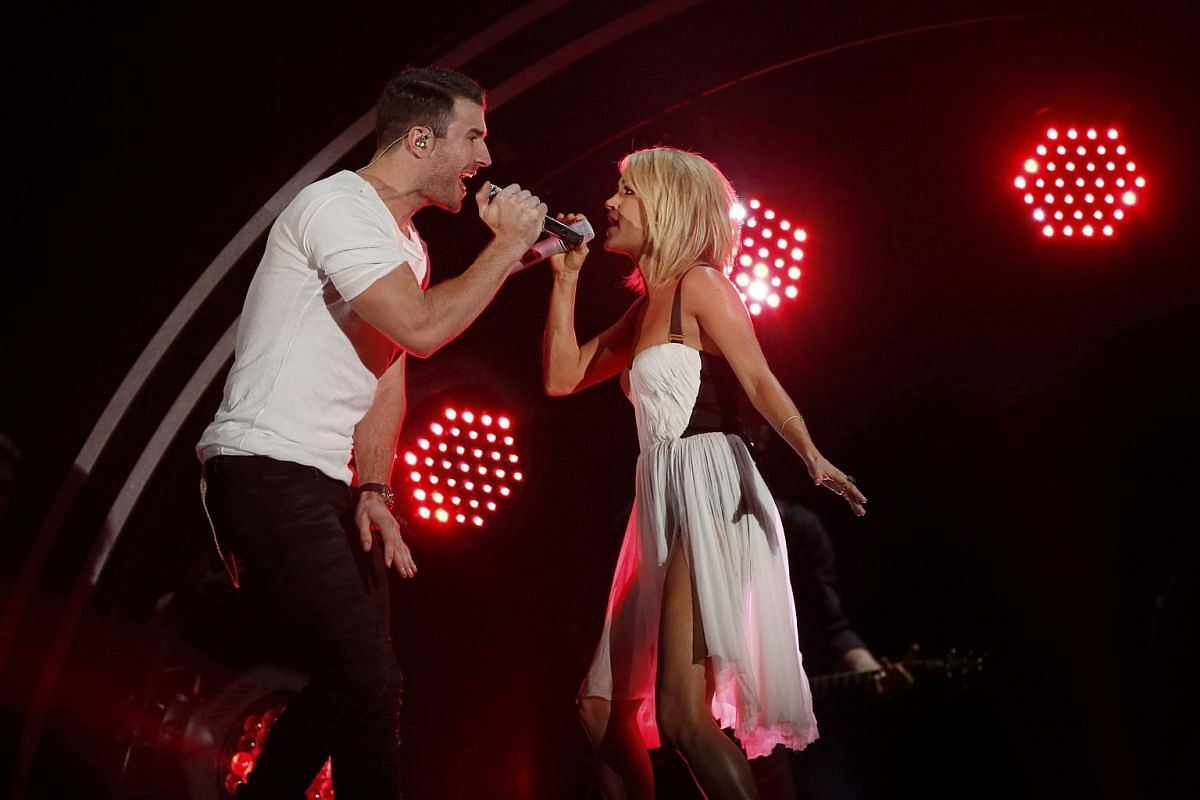 Sam Hunt and Carrie Underwood performing Take Your Time at the 58th Grammy Awards.
