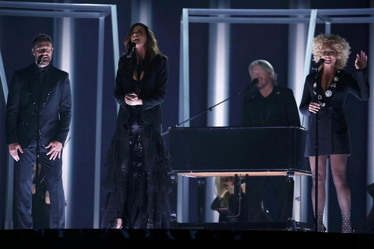 Little Big Town performing Girl Crush at the 58th Grammy Awards.