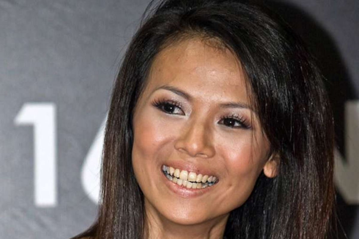 2008: Ms Ang Chiew Ting, better known as blogger Bong Qiu Qiu, before plastic surgery (above).