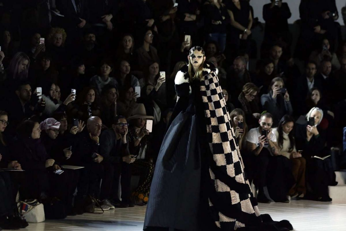 A model presents a creation by Marc Jacobs at the New York Fashion Week, on Feb 18, 2016.