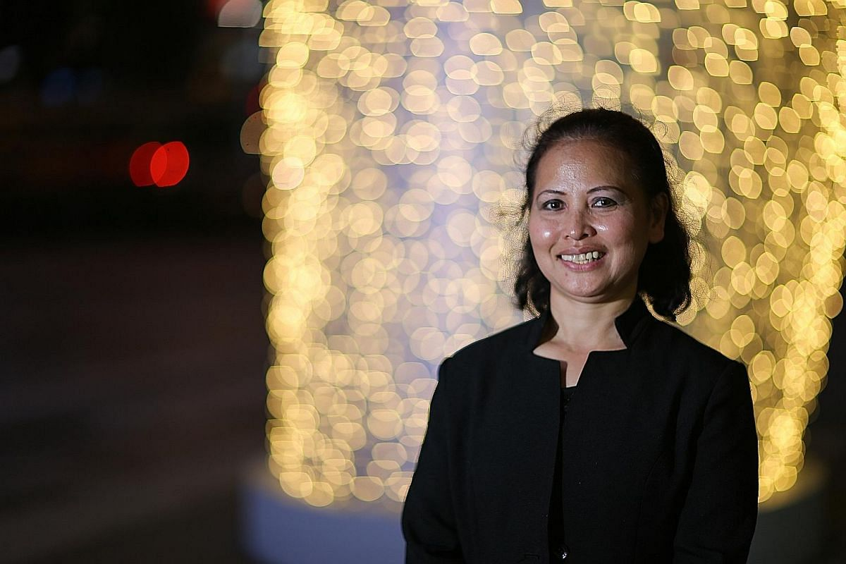 Sales promoter Madam Noriza Mansor cleaned up an elderly stranger who had soiled himself at a supermarket; an act which led to her being awarded the Singaporean of the Year award.