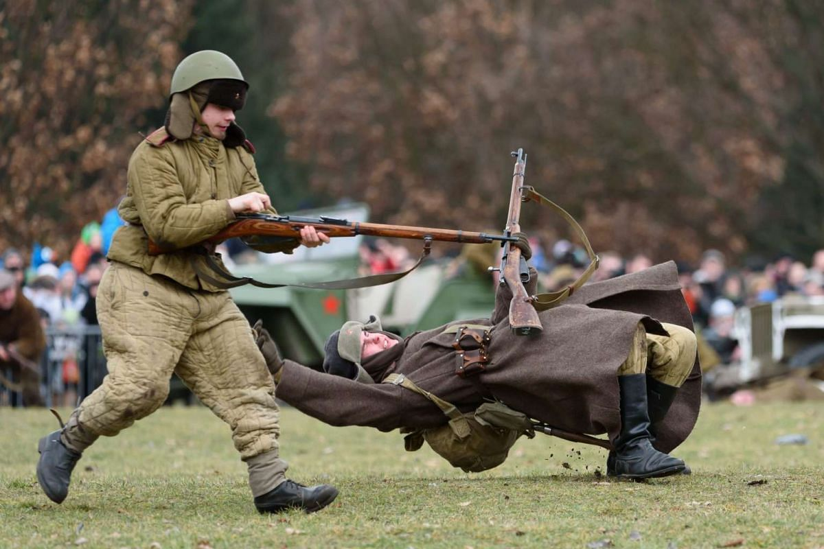 Members of a historical military club participate in the reenactment of 'The Battle of Poznan' at the Citadel Park in Poznan, Poland, February 21, 2016. PHOTO: EPA/JAKUB KACZMARCZYK