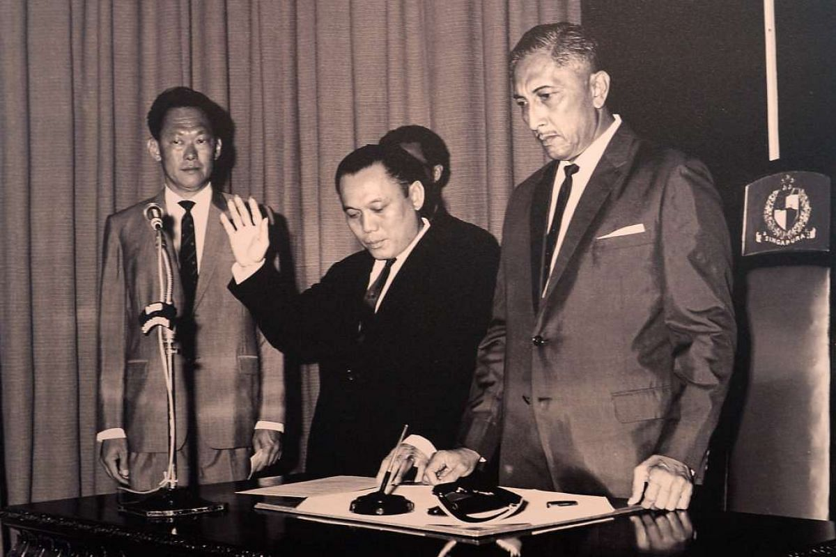 Mr Lee Khoon Choy (centre) taking an oath on Sept 18, 1965, as Minister of State for Culture, witnessed by then Prime Minister Lee Kuan Yew (left) and then President Yusoff Ishak.