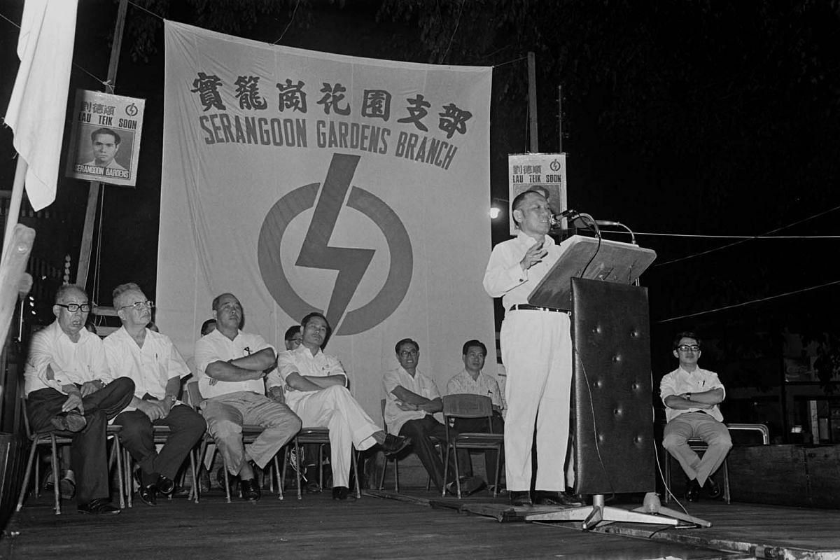 Mr Lee Khoon Choy giving a speech at a PAP rally at Serangoon Garden Way on Dec 14, 1976.