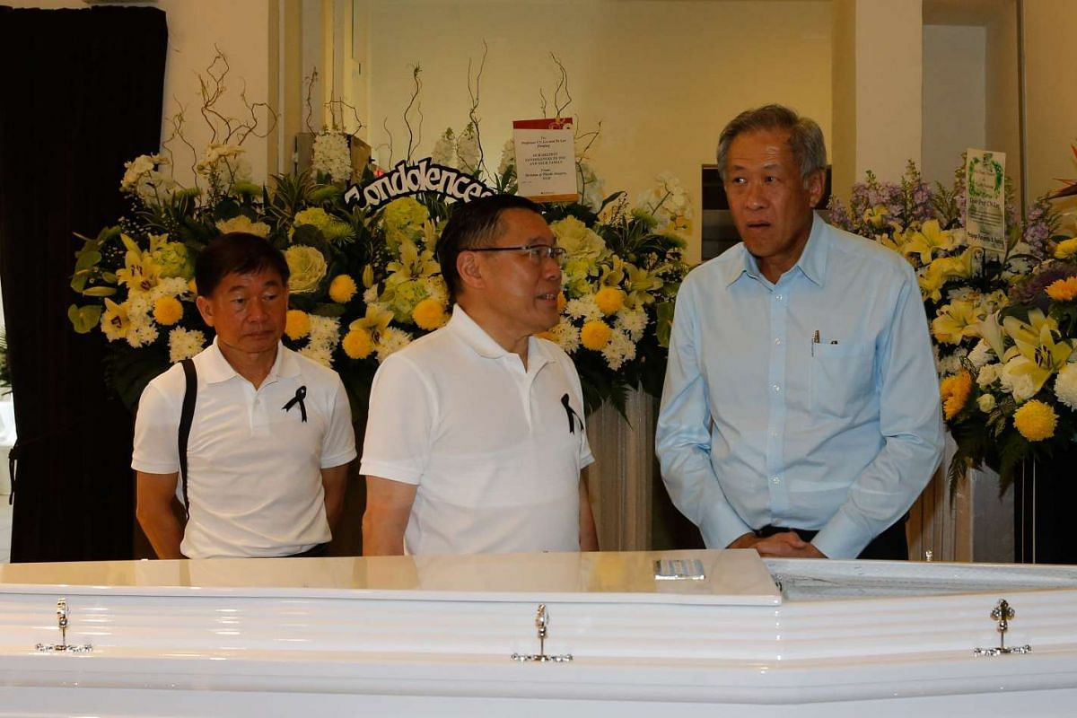 Defence Minister Ng Eng Hen (right) attended the wake of former PAP old guard Lee Khoon Choy, who passed away on Saturday (Feb 27) morning.