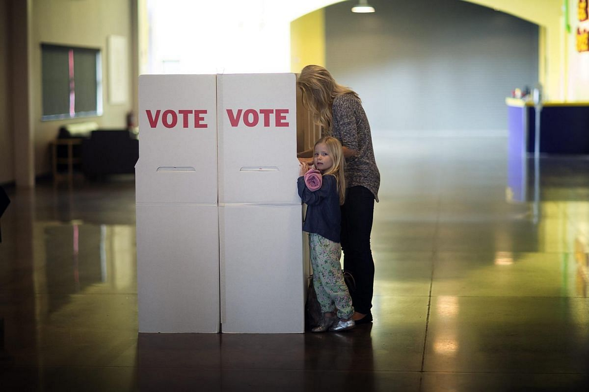 A woman and her daughter voting at a polling centre in Oklahoma on March 1, 2016.