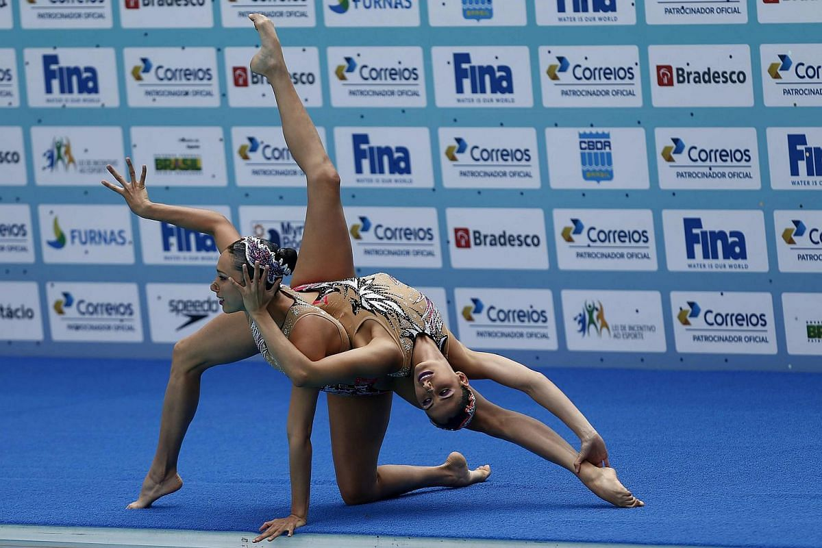 Mexican Karem Achach and Nuria Diosdado perform during the Duet First Round Free Routine in Rio de Janeiro, on March 3, 2016.