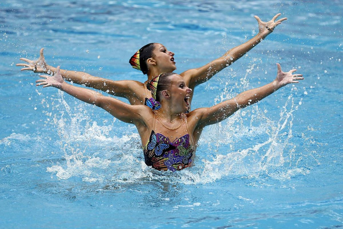 US swimmers Anita Alvarez and Mariya Koroleva perform during the Duet First Round Free Routine in Rio de Janeiro, on March 3, 2016.