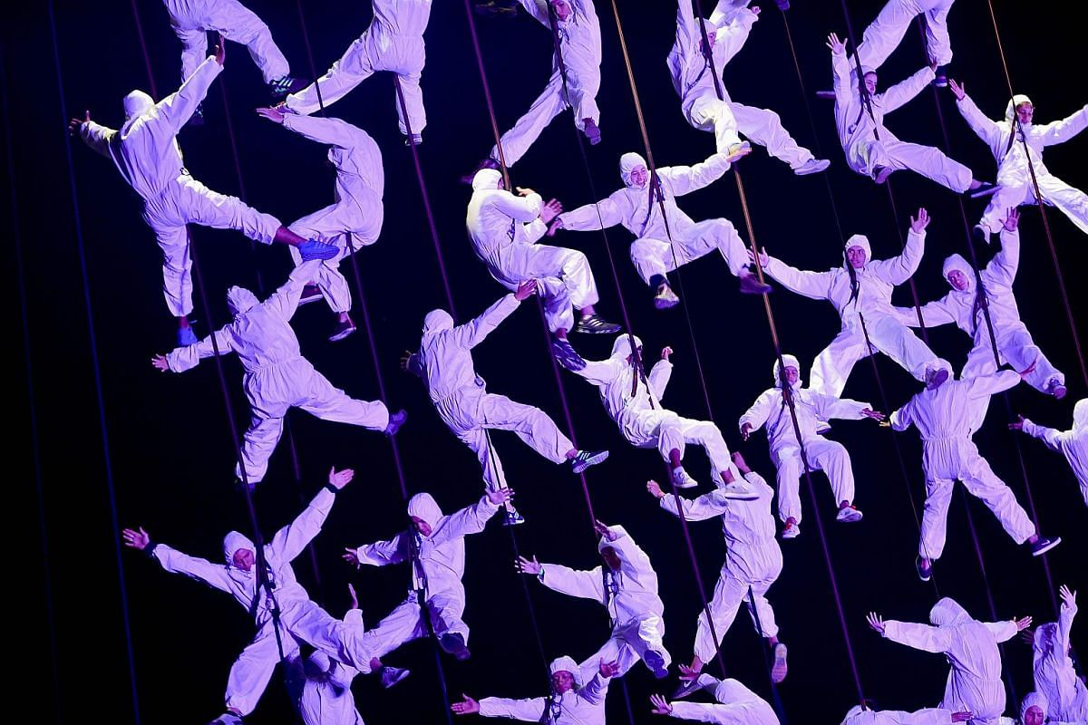 Acrobats perform Aphrodite and the judgment of Paris, choreographed by the Spanish troupe La Fura dels Baus, during the Ibero-American Theater Festival in Colombia, on March 5, 2016.