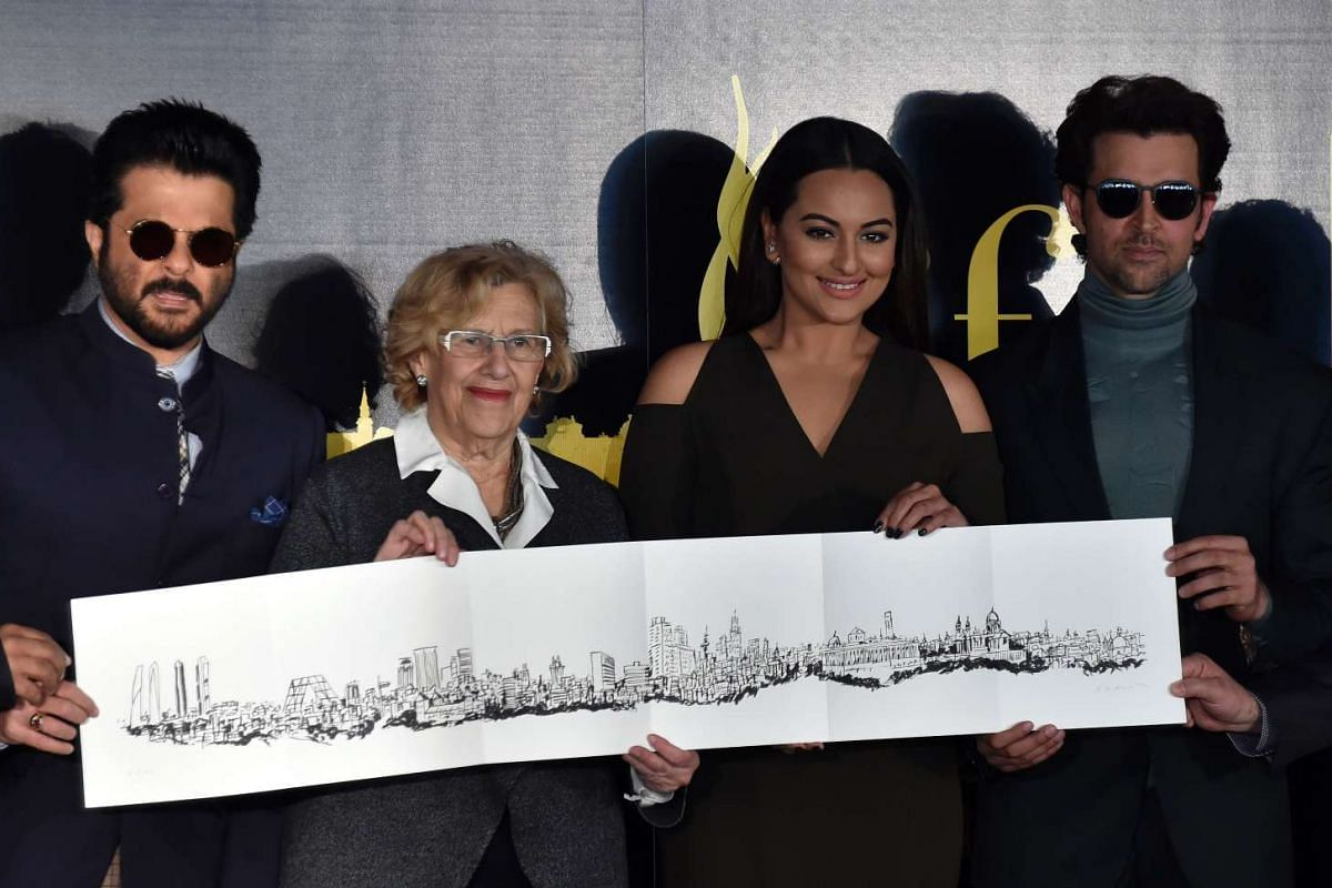 From left: Indian actors Anil Kapoor, Sonakshi Sinha, Madrid's Mayor Manuela Carmena and Hrithik Roshan pose with drawing of the Madrid's skyline, on March 14, 2016.