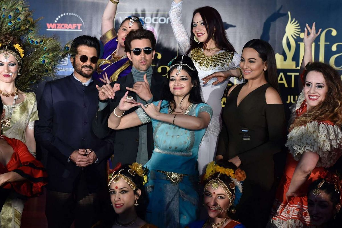 Indian actors Anil Kapoor (second from left), Hrithik Roshan (third from left) and Sonakshi Sinha (second from right) pose with dancers, on March 14, 2016.