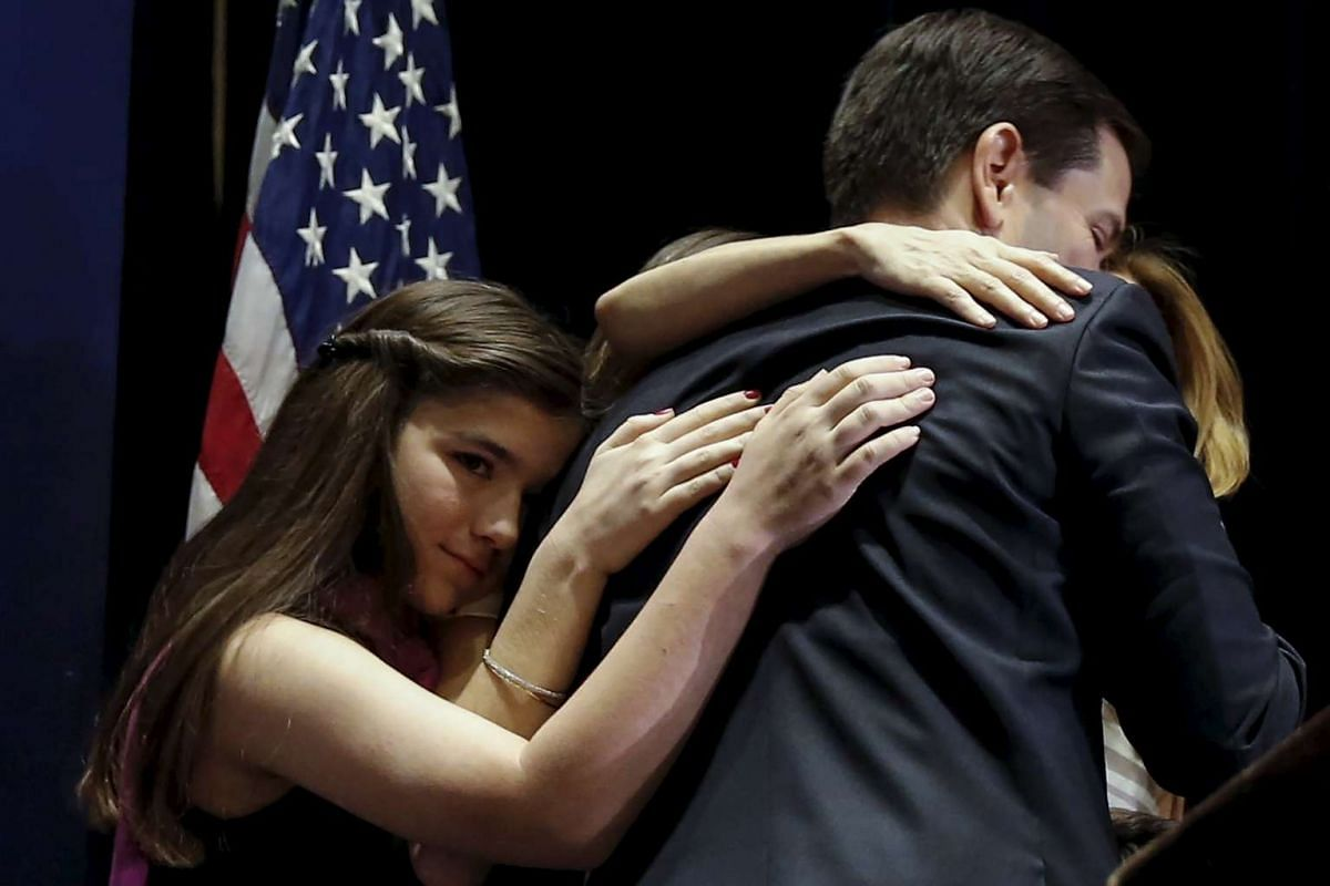 U.S. Senator and former Republican presidential candidate Marco Rubio hugs his family after he announced that he is suspending his campaign at an event in Miami, Florida, March 15, 2016. PHOTO/REUTERS