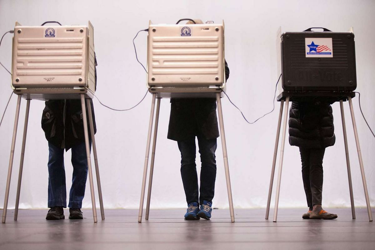 Voters casts their ballots at ChiArts High School on March 15, 2016 in Chicago, Illinois. PHOTO: GETTY IMAGES/AFP