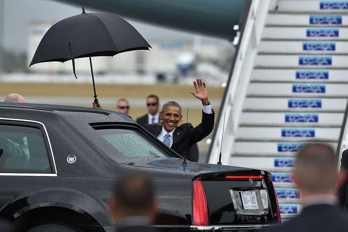 US President Barack Obama waves upon his arrival at Jose Marti international airport in Havana on March 20, 2016.