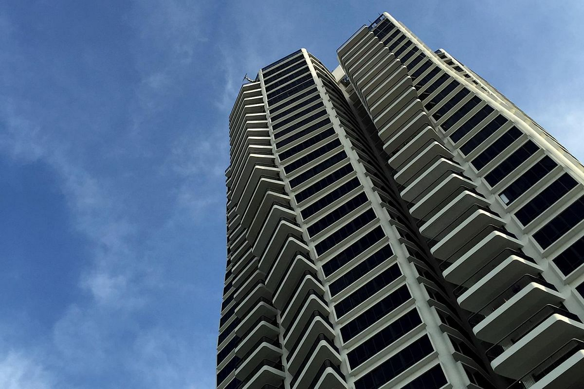 D'Leedon, Singapore (2011): Zaha Hadid's first high-rise residential project (in collaboration with RSP Architects) stands out from its surroundings in Tanglin's District 10 with a soaring presence and undulating contour lines that shift and ch