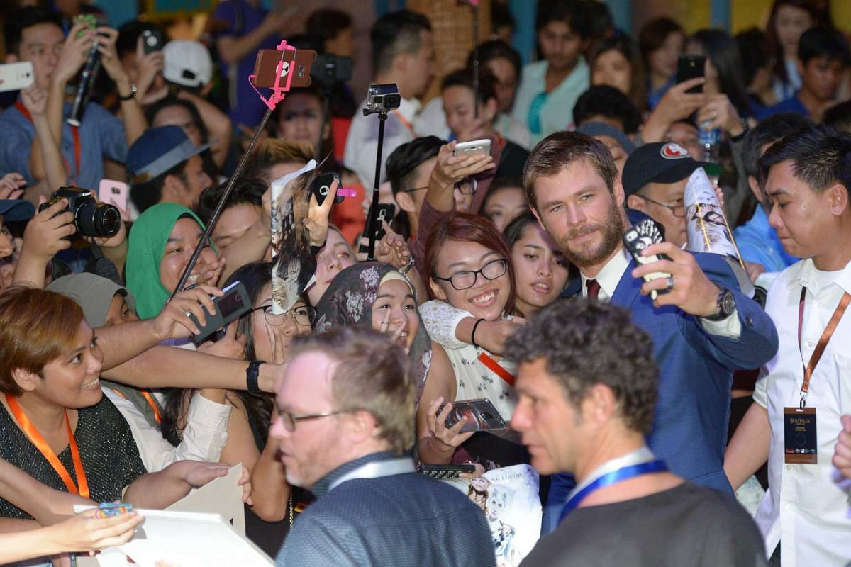 Hollywood star Chris Hemsworth surrounded by fans on the red carpet for the premiere of fantasy-action movie The Huntsman: Winter's War.