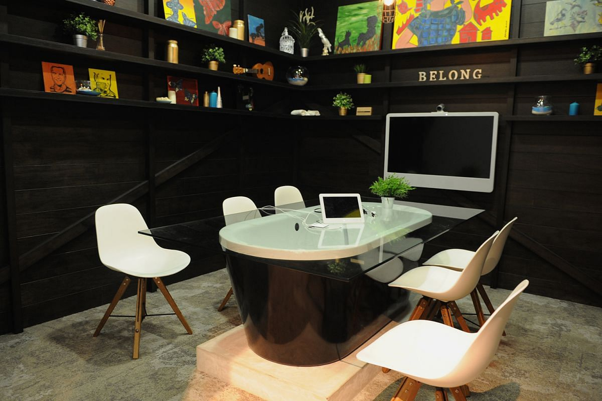 Forget formal set-ups. In the meeting room modelled after a listing in Byron Bay at Airbnb's office, a bathtub has been converted into a worktable.