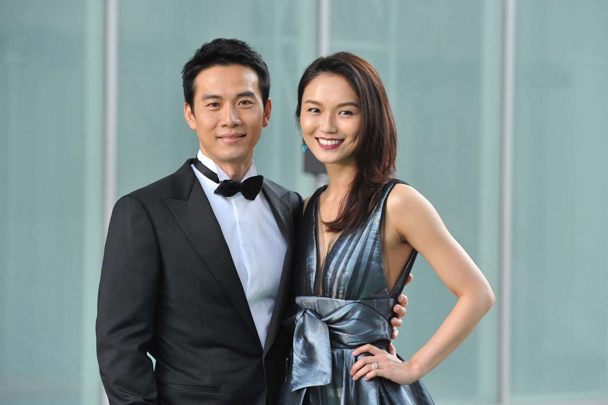 Qi Yuwu (left) and Joanne Peh pose for the media on the red carpet of the Star Awards 2016.