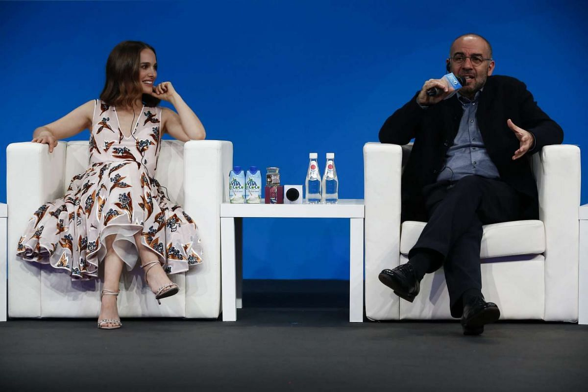 Natalie Portman (left) listens as Italian filmmaker Giuseppe Tornatore speaks during a panel discussion of the Sino-Foreign Film Co-production Forum.