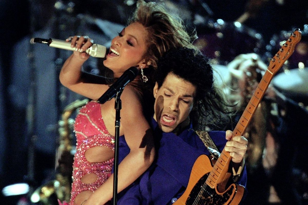 Singers Prince (right) and Beyonce perform during the 46th annual Grammy Awards in Los Angeles, on Feb 8, 2004.