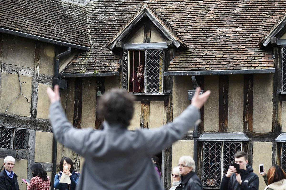 Tourists watch actors perform the Romeo and Juliet balcony scene at the house where William Shakespeare was born during celebrations to mark the 400th anniversary of the playwright's death in Stratford-Upon-Avon, Britain, on April 23, 2016.