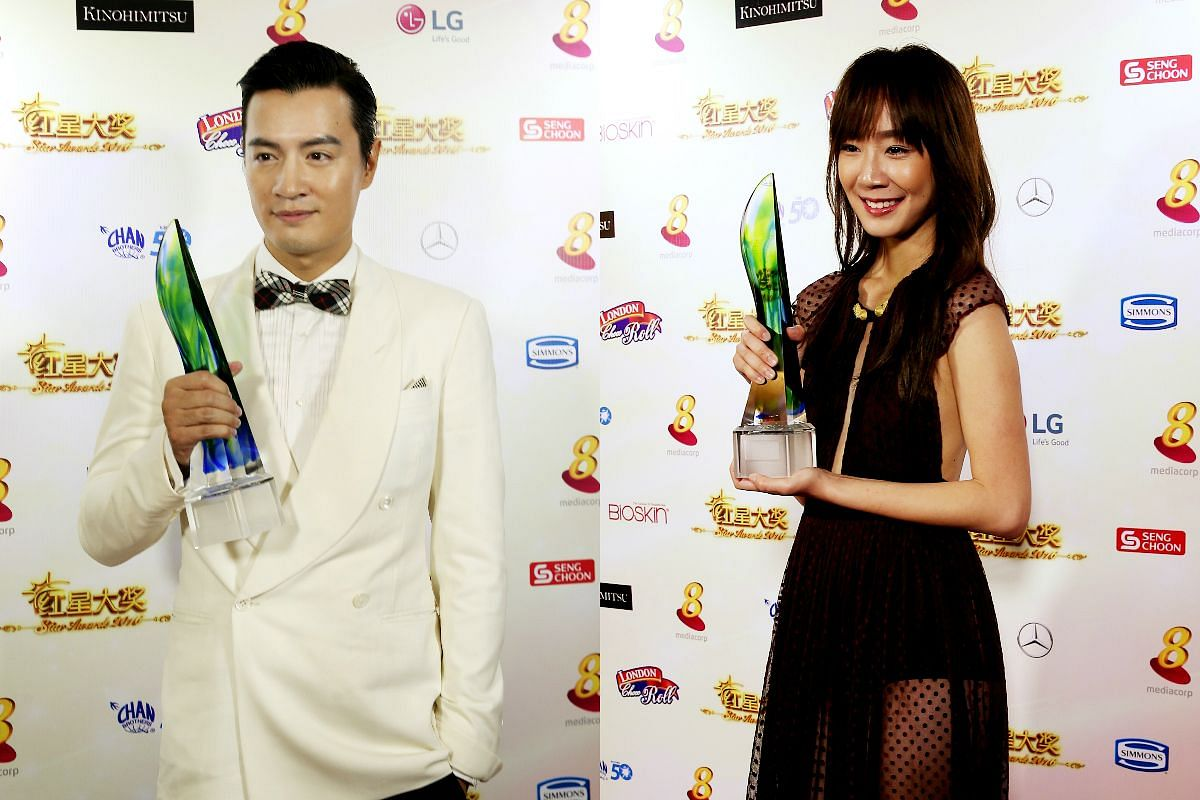 Zhang Zhenhuan (left) and Julie Tan with their Best Supporting Actor and Actress awards.