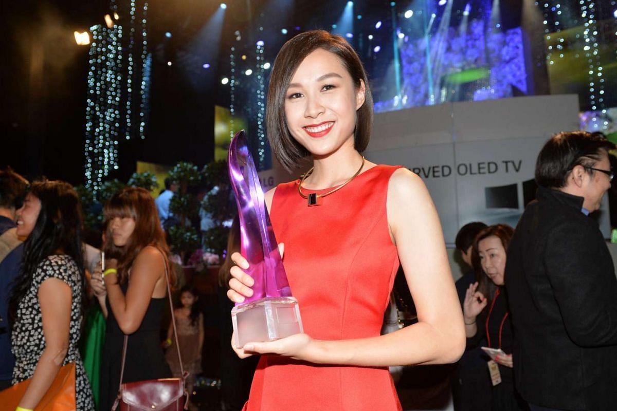 Ya Hui poses with the Bioskin Flawless Skin Award at the Star Awards 2016.