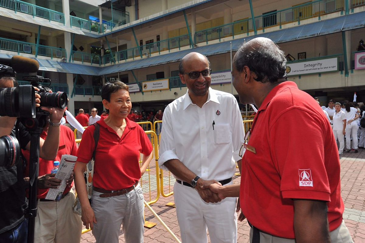 11:01am: DPM Tharman Shanmugaratnam and SDP member Paul Tambyah spotted shaking hands in Keming Primary School.