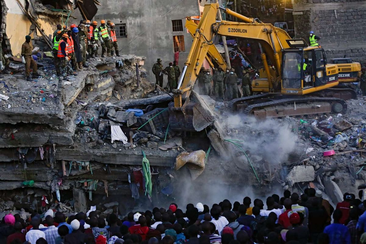 Local residents look at a collapsed building across the river as rescue operations continue in the Huruma estate of the Mathare slum, Nairobi, Kenya, May 3, 2016. PHOTO: EPA