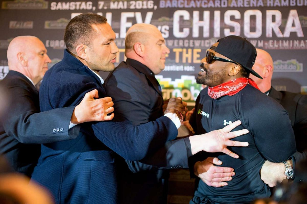 Heavyweight boxers Kubrat Pulev (2-L) of Bulgaria and Dereck Chisora (R) of Britain are being held back by security after a press conference in Hamburg, Germany, May 3, 2016. PHOTO: EPA