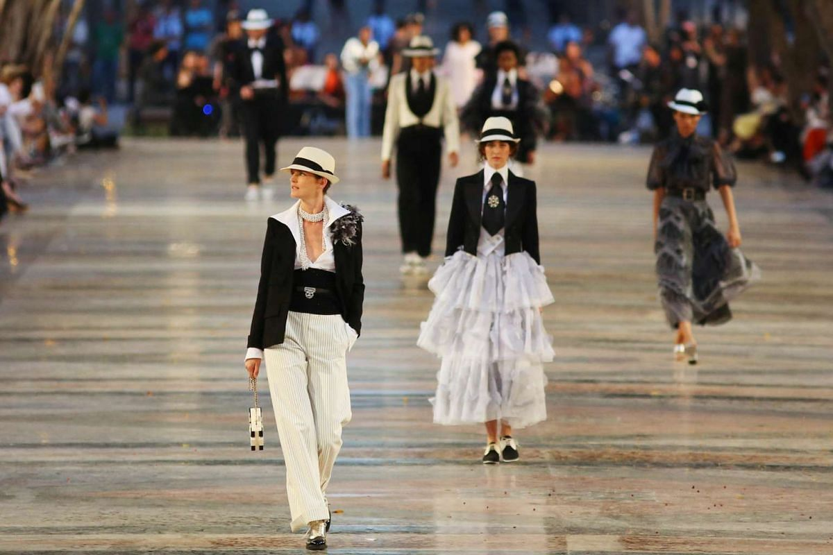 Models present creations by German designer Karl Lagerfeld at the Chanel fashion show in Cuba on May 3, 2016.