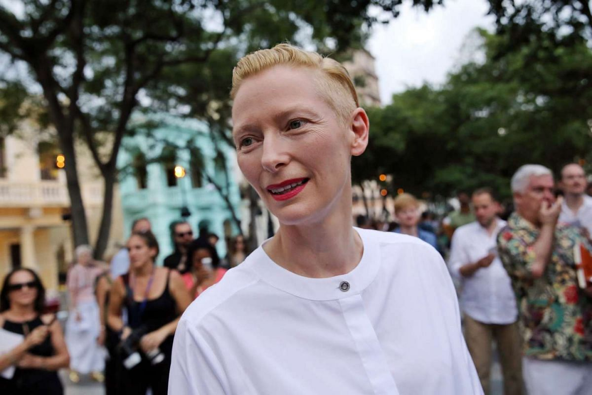 Actress Tilda Swinton poses before a fashion show by Karl Lagerfeld in Cuba on May 3, 2016.