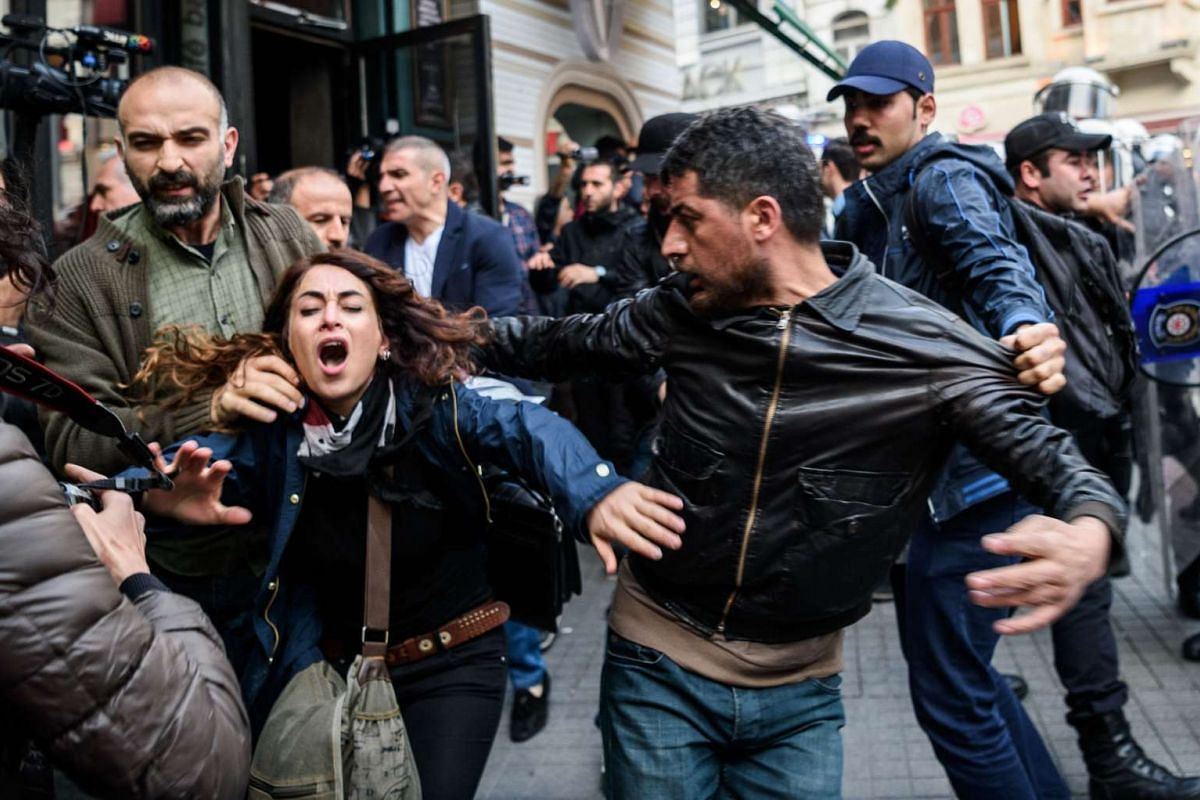 Turkish plain clothes police officers clash with protesters against the fights between the ruling Justice and Development Party (AKP) and the pro-Kurdish Peoples' Democracy Party (HDP), in Istanbul, on May 4, 2016.