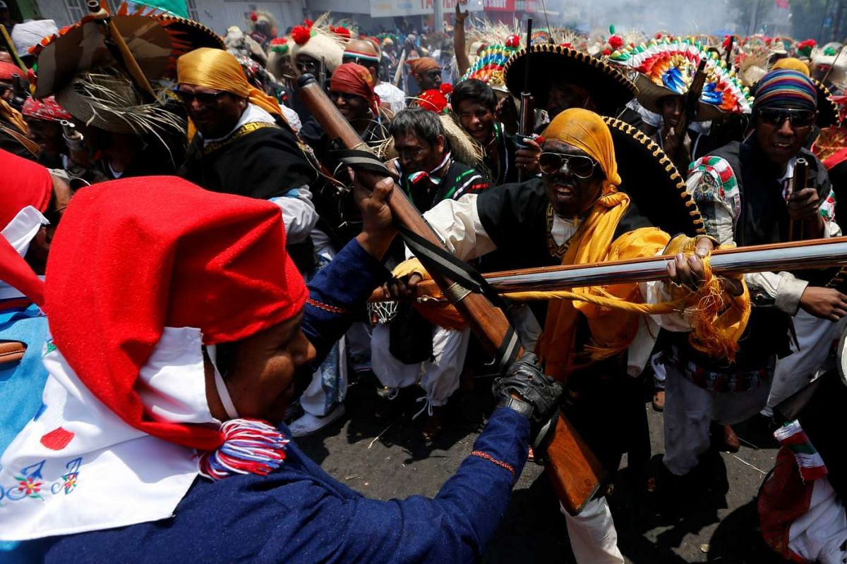 Mexicans wearing period costumes re-enact the battle of Puebla in the Penon de los Banos neighbourhood of Mexico City, Mexico, May 5, 2016. PHOTO: REUTERS