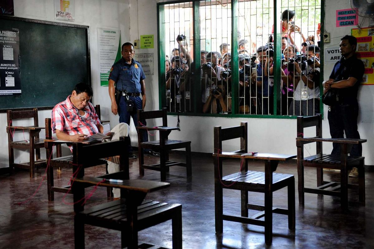 Philippine presidential candidate Rodrigo Duterte casts his vote at a voting precinct in Davao City, on May 9, 2016.