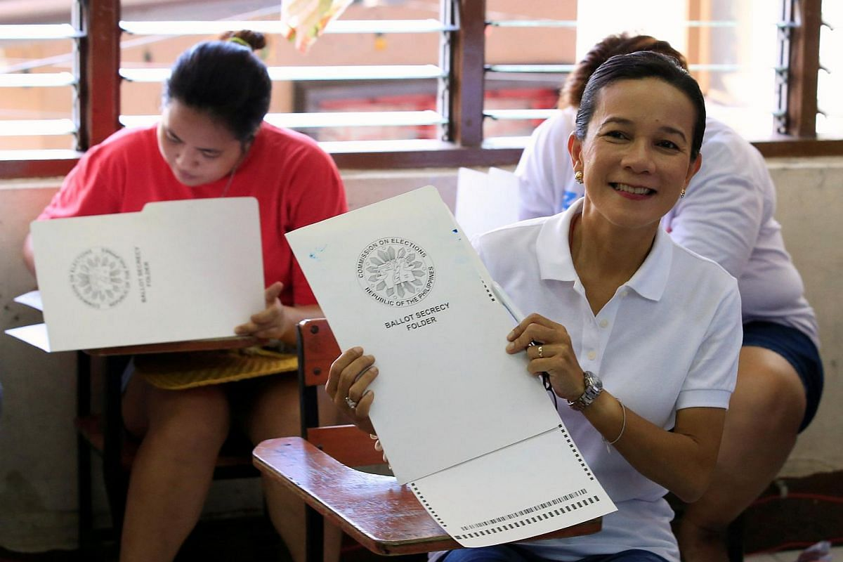 Philippine presidential candidate and senator Grace Poe smiles after filling out her vote ballot in a classroom in San Juan, Manila, on May 9, 2016.