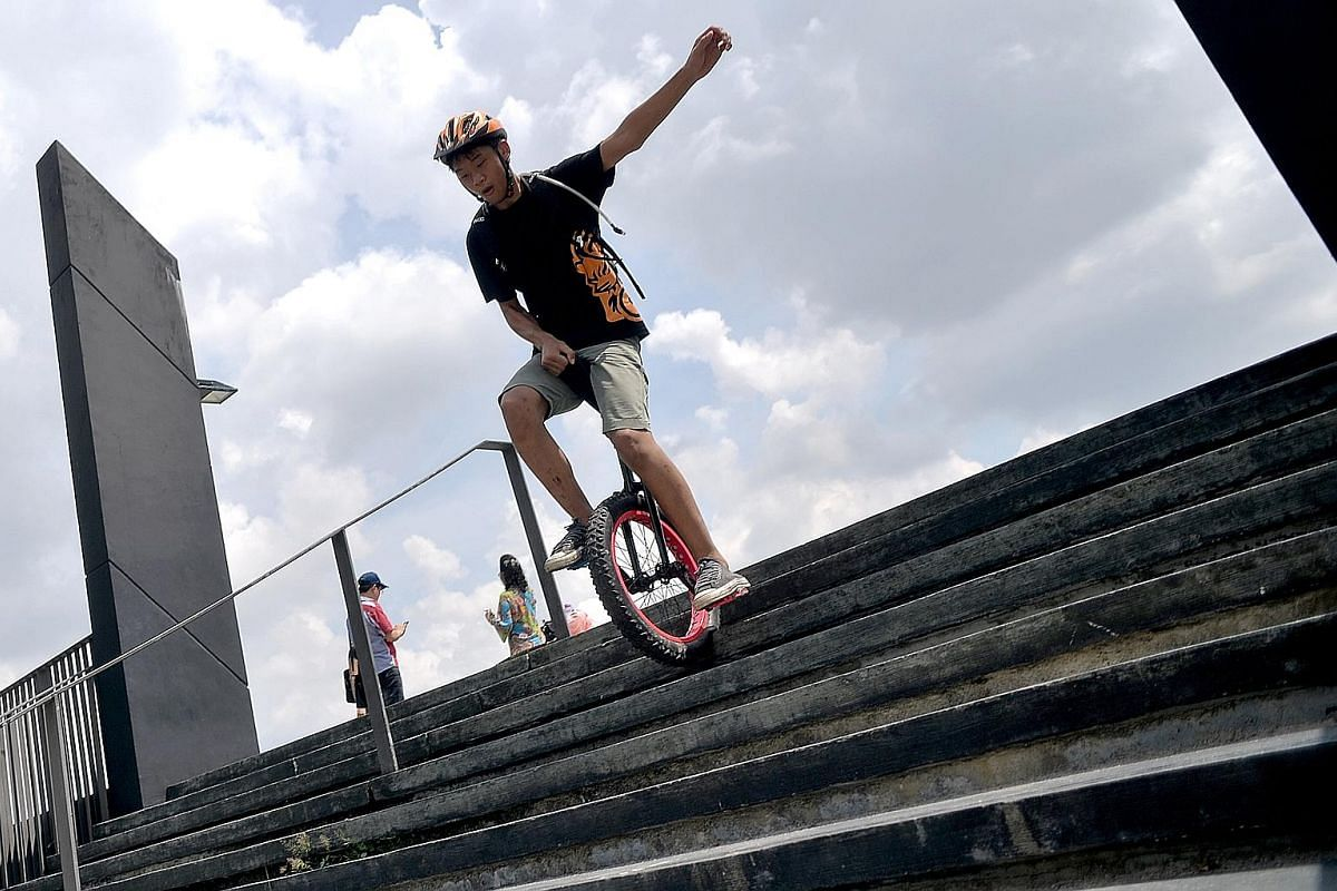 Unicyclists can attract plenty of curious stares from regular cyclists. As they move at a slower pace, they usually ride during off-peak hours to avoid holding others up. They are seen here on a leisurely off-road ride on Coney Island. It takes about