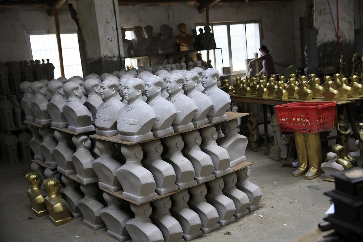 A picture made available on May 12, 2016, shows a factory making Mao Zedong statues in Shaoshan, Hunan Province in central China, on April 29, 2016.