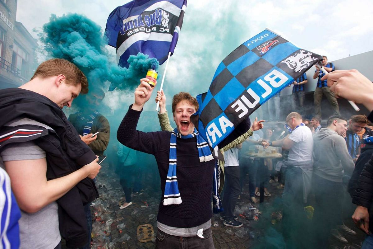 Supporters of Club Brugge celebrate outside the Jan Breydel stadium after the victory of the football team during the Jupiler Pro League match against RSC Anderlecht, on May 15, 2016.