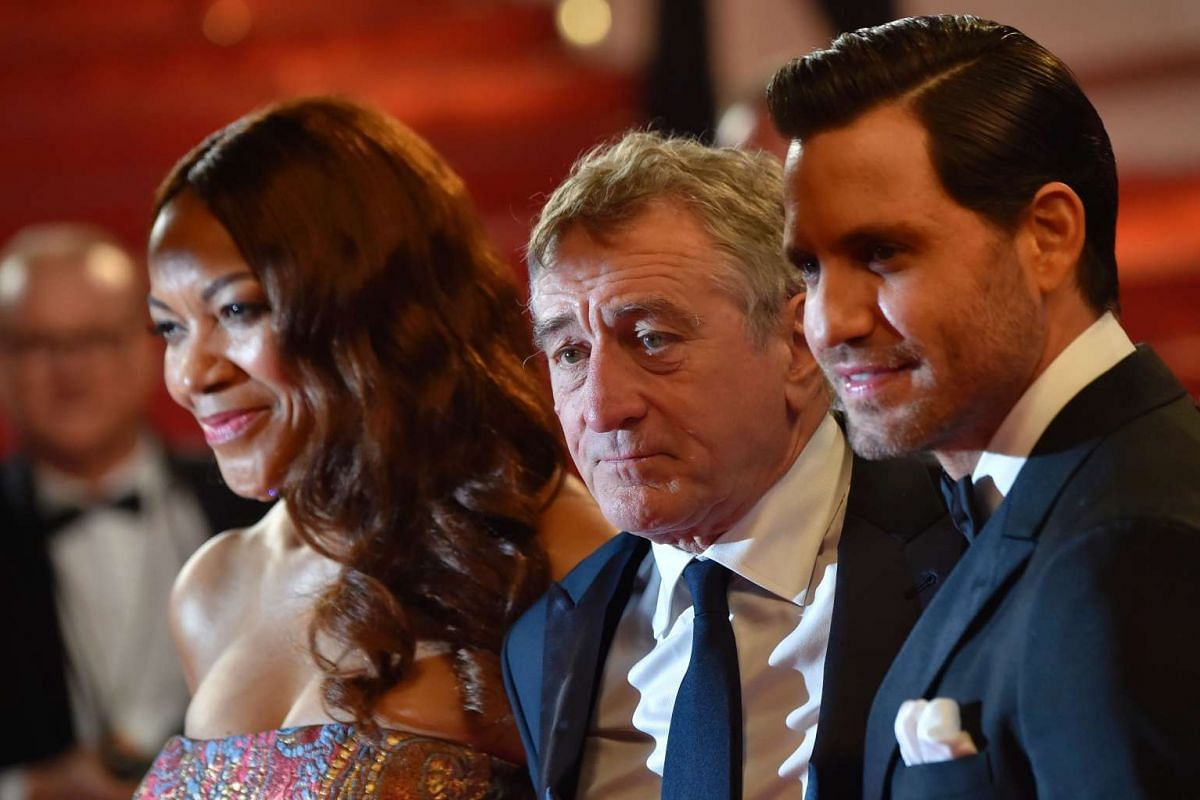 Robert de Niro (centre) and his wife Grace Hightower, and Venezuelan actor Edgar Ramirez arrive for the screening of the film Hands Of Stone.