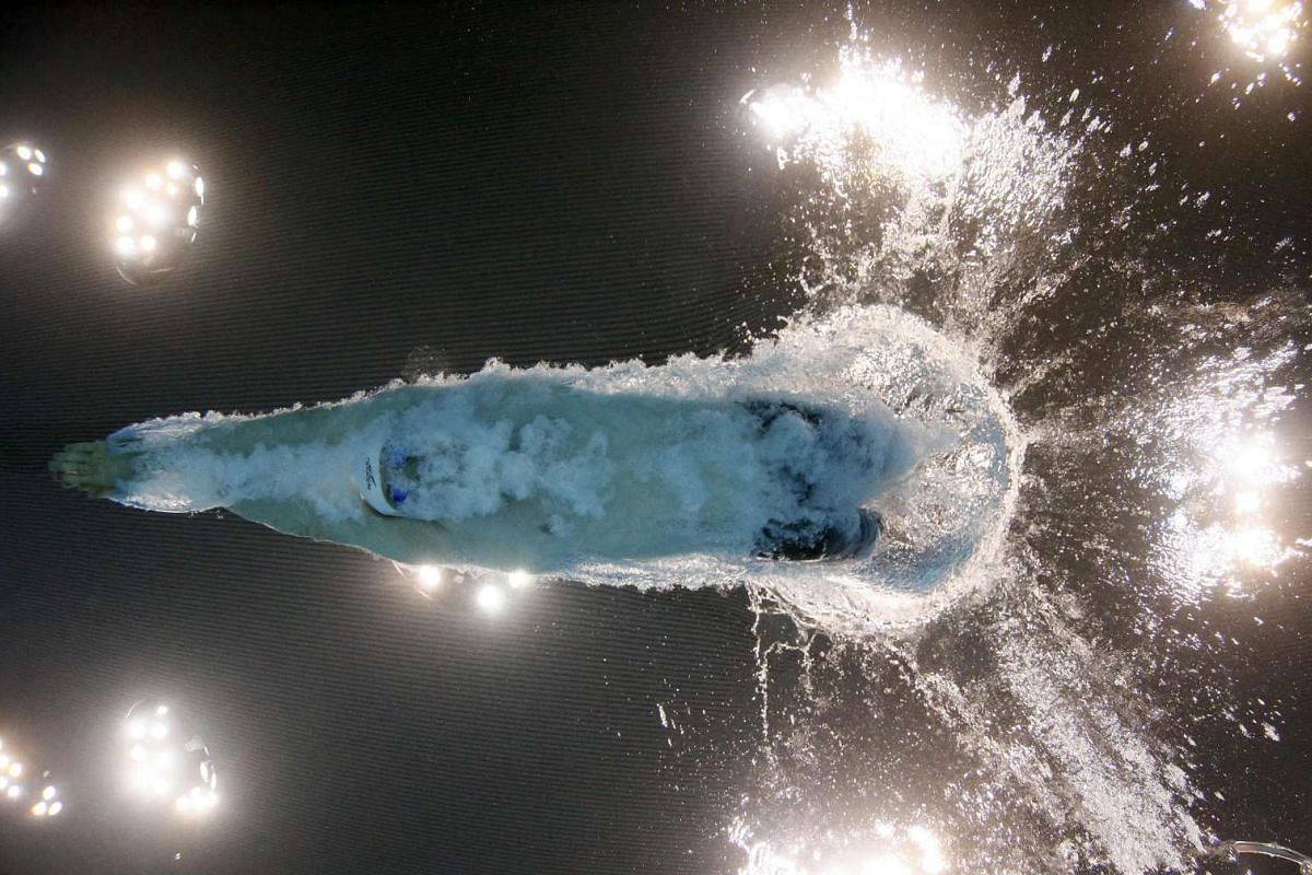 Britain's Ross Murdoch starts in the men's 100m breaststroke final event at the European Aquatics Championships held in London, Britain on May 17, 2016. PHOTO: REUTERS